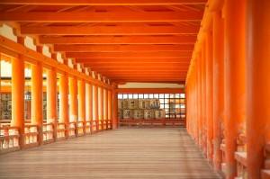 800px-ItsukushimaCorridor7445